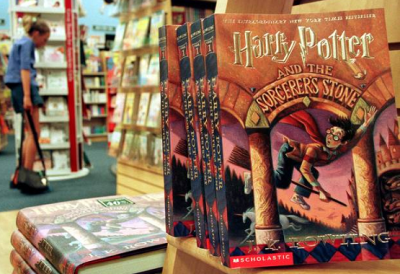 Harry Potter Fans Share Notes with #PotterItForward